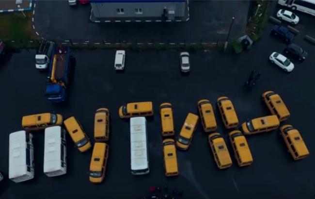 """Фото: """"Путін допоможи"""" у """"виконанні"""" автобусів (currenttime.tv)"""