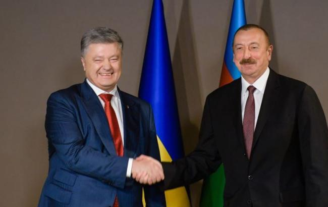 Фото: Петр Порошенко и Ильхам Алиев (twitter.com/STsegolko)