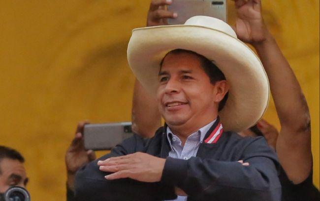Школьный учитель победил на выборах президента в Перу