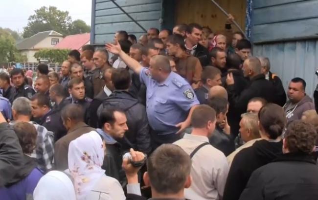 Фото: бійка за церкву в Тернопільській області