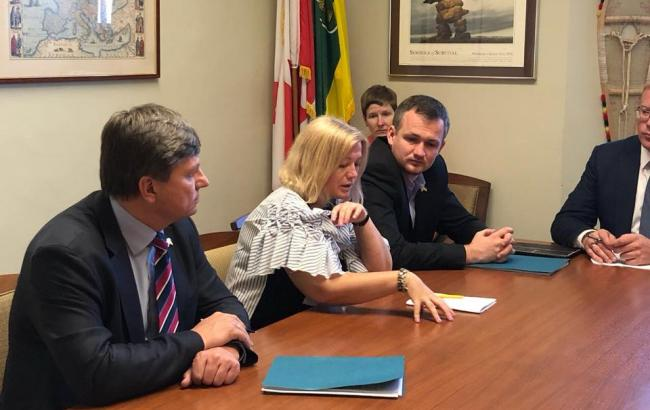 Фото: Ірина Геращенко під час переговорів у Канаді (rada.gov.ua)
