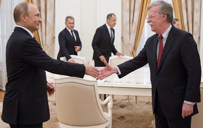 Помічник Трампа після зустрічі з Путіним заявив про збереження санкцій проти РФ