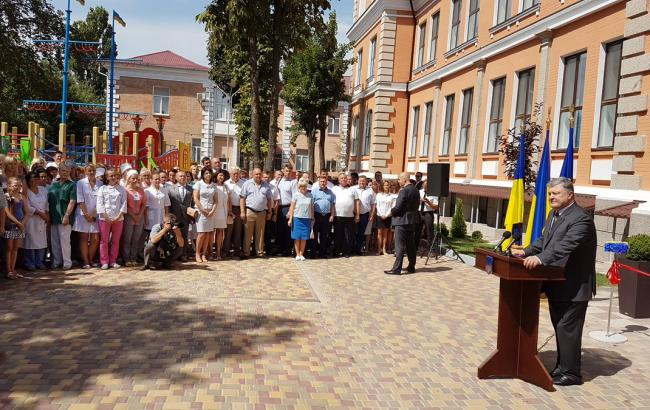 Порошенко: Исполнителей террористических операций вУкраинском государстве готовят вРФ