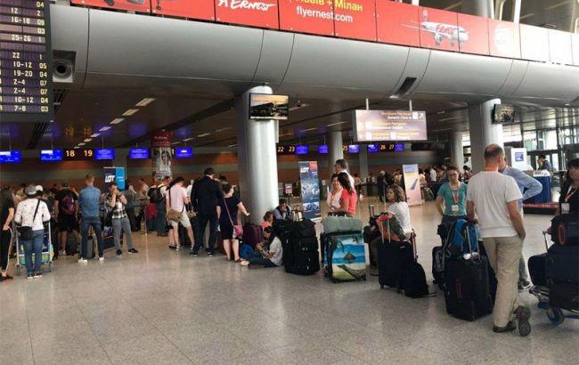 """Аэропорт """"Львов"""" временно прекратил обслуживать рейсы Yanair из-за задолженности"""