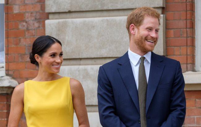 Дружина принца Гаррі одягла сукню від відомого бренду. Дружина онука  королеви Великобританії Єлизавети II принца Гаррі - герцогиня Сассекська  Меган Маркл ... dbebbfe54b51a