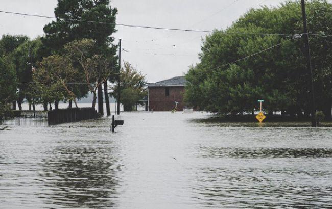 Фото: наводнение (twitter.com/elyk_novak)