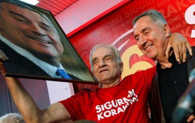 Фото: прем'єр-міністр Міло Джукановіч святкує перемогу ДПС на виборах в Чорногорії