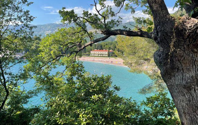 """Распроданные туры и переполненные отели. В Черногории – """"коллапс"""" с путевками: в чем причина"""