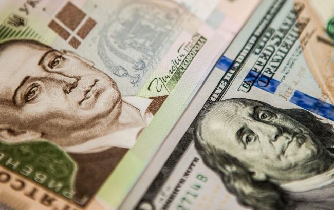 Курс долара наближається до психологічної позначки