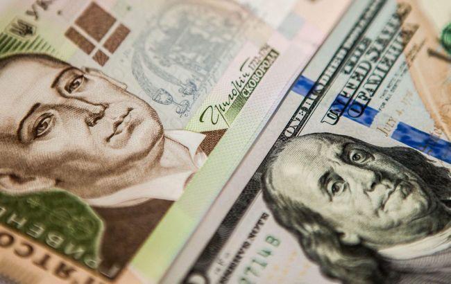 Курс долара на міжбанку почав рости після ранкового обвалу