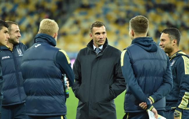 Фото: сборная Украины вместе с тренером накануне матча против Хорватии (twitter.com/FFUKRAINE)
