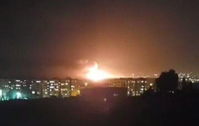 На військовому аеродромі під Дамаском прогриміла серія вибухів