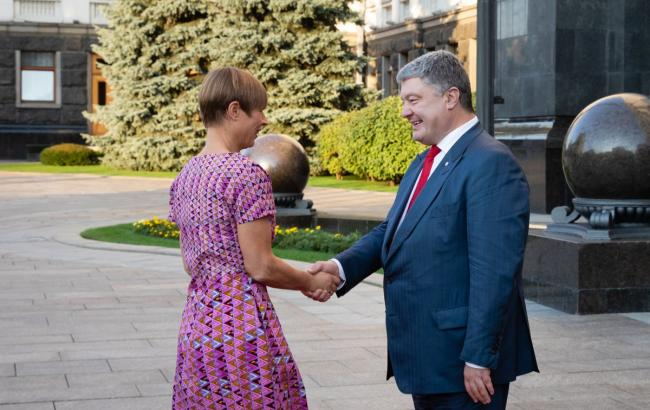 Фото: Петр Порошенко и Керсти Кальюлайд (twitter.com/poroshenko)