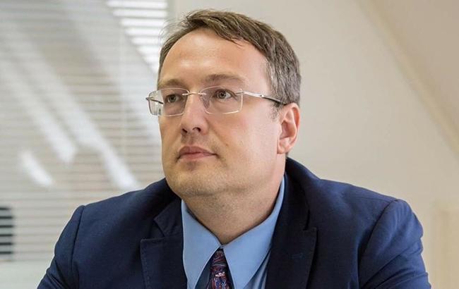 В сеть попало видео, как Геращенко смачно вылизывает пустую тарелку