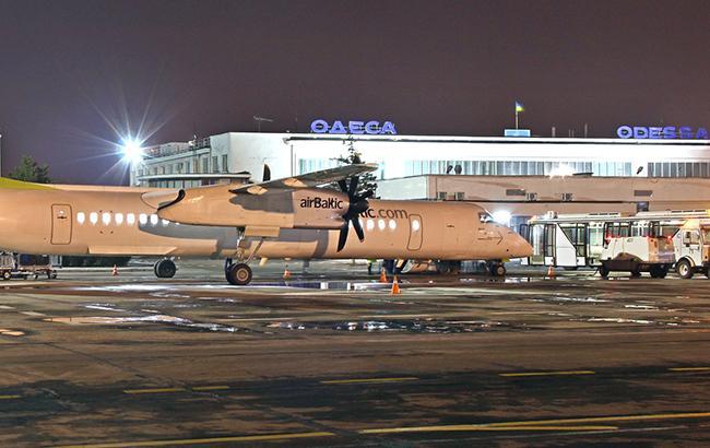 ВОдессе совершил экстренную посадку самолет, следовавший изКиева вГрецию