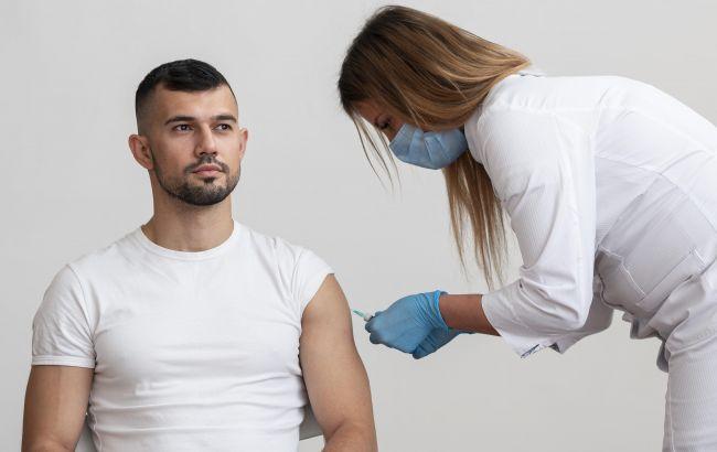 В Украине более 100 побочных эффектов после прививки. Один человек попал в больницу