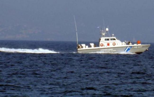 Фото: задержаное судно (twitter.com/Migrant__Crisis)
