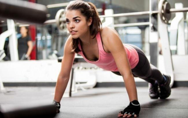 Як накачати грудні м'язи: поради для жінок