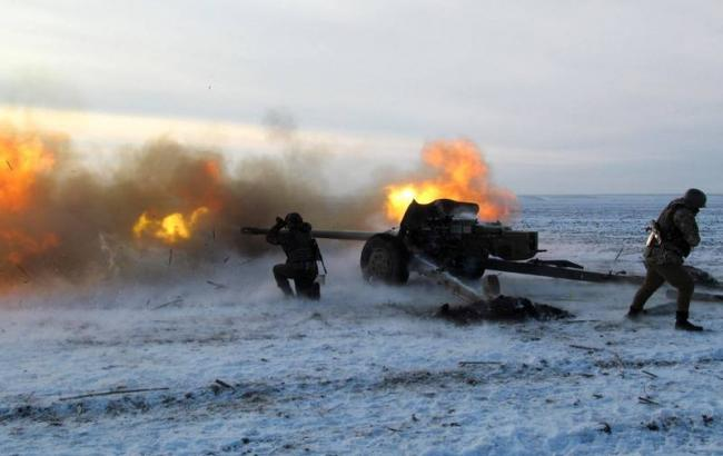 За добу на Донбасі вдвічі зменшилася кількість обстрілів, двоє військових поранені, - штаб АТО