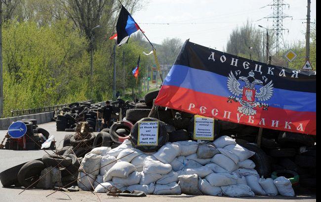 Бойовики ДНР розстріляли автомобіль на під'їзді до блокпосту, поранений мирний житель