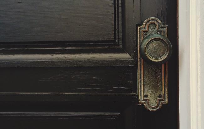 Фото: Двері (pixabay.com/Wokandapix)