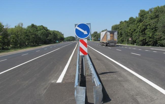 """Фото: """"Укравтодор"""" на лето ограничил движение грузовиков по дорогам госзначения"""