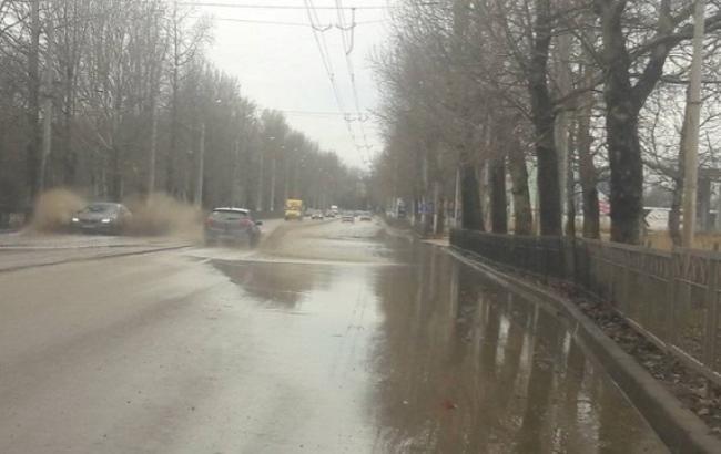 У Керчі після ремонту дорога перетворилася на озеро