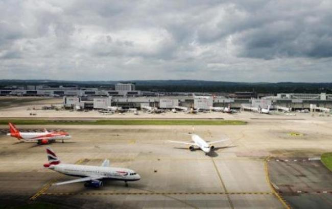 В аэропорту Лондона приостановили полеты из-за ЧС