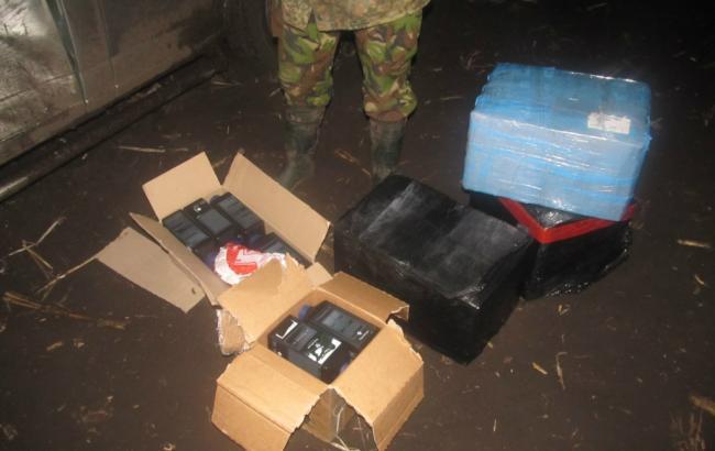 Фото (пресс-служба ГПСУ): изъятые емкости с порохом