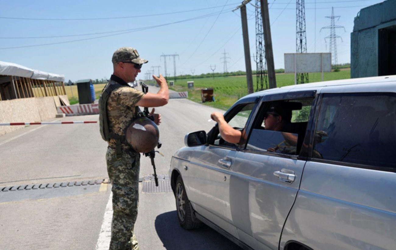 Боевики продолжают блокировать работу пяти КПВВ на Донбассе