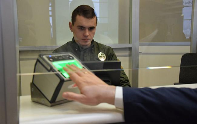 Фото: сканирование отпечатков (dpsu.gov.ua)