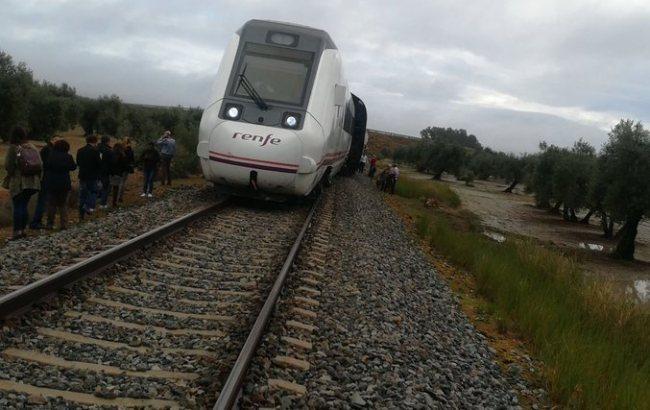 Фото: поезд в Испании (twitter.com/marinma_aranda)