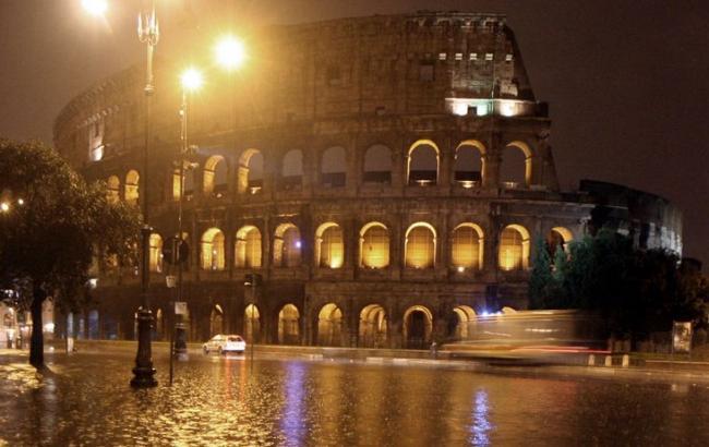 В Риме из-за сильного дождя и града закрыли метро