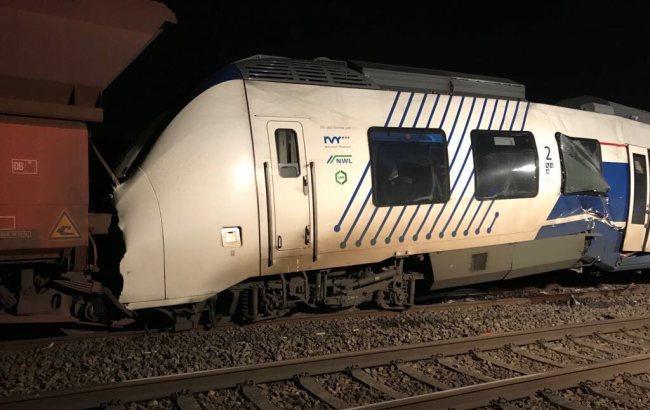 Фото: зіткнення потягів (twitter.com/Feuerwehr Meerbusch)