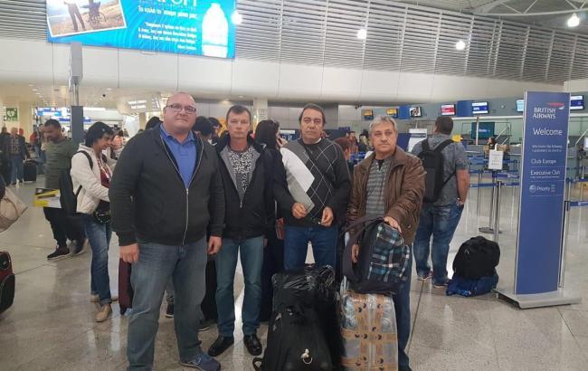 В Украину из Греции вернулись трое украинских моряков судна Mekong Spirit