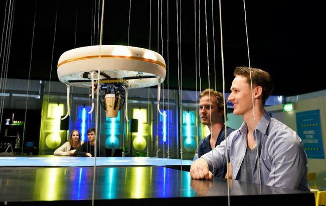 """Фото: первое в мире """"дрон-кафе"""" разместилось в голландском Эйндховене (AFP)"""