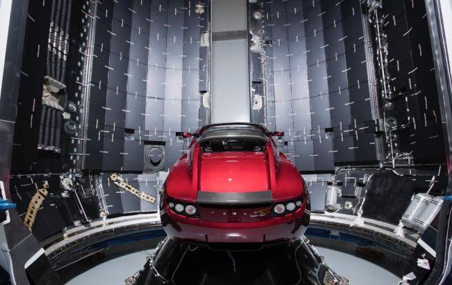 Фото: Tesla Roadster, что полетит на Марс (twitter.com/SpaceX)