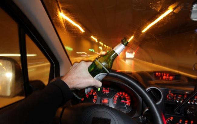 Фото: П'яний водій за кермом (hronika.info)