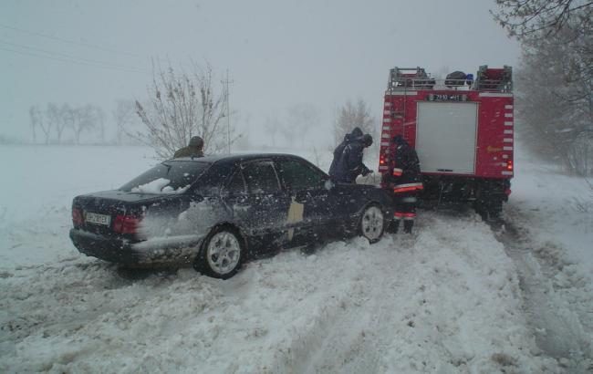 Негода в Україні: знеструмленими залишаються 368 населених пунктів у шести областях