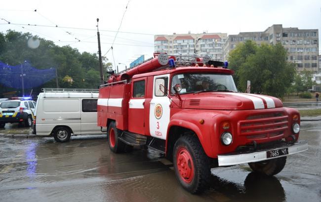 Фото: рятувальники ліквідовують наслідки негоди в регіоні