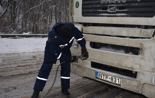 Негода в Україні: обмеження руху транспорту на автодорогах країни знято