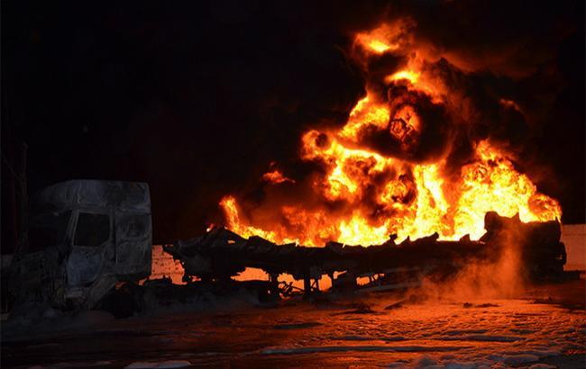 Фото: в Николаеве сгорел бензовоз