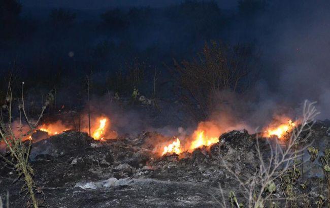 Фото: горит свалка (пресс-центр ГСЧС)