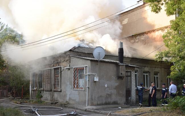 Фото: пожар на месте взрыва в Николаеве (mk.dsns.gov.ua)