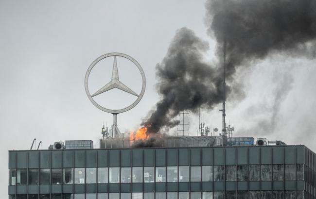 Фото: горел офис Mercedes Benz