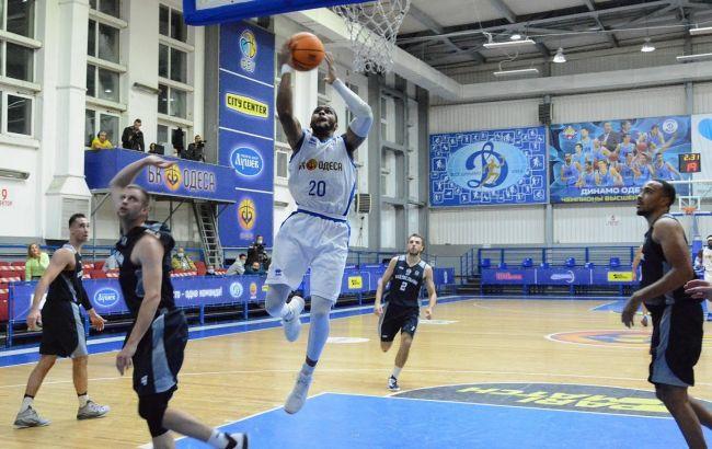 Американські баскетболісти побили відвідувачів у ресторані Одеси: відео розборок
