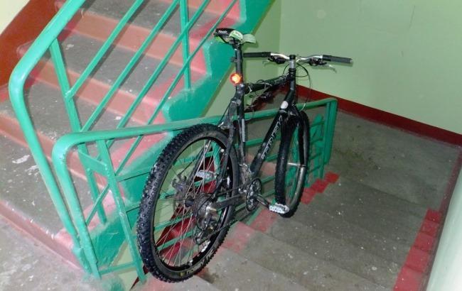 Фото: Велосипед в подъезде (forum.velomania.ru)