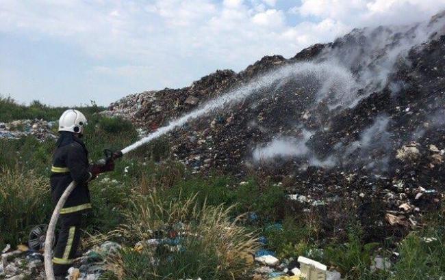 Пожежу на звалищі у Закарпатській області ліквідовано