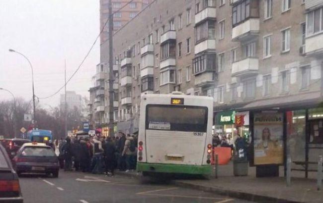 У Москві автобус врізався в зупинку, є загиблі