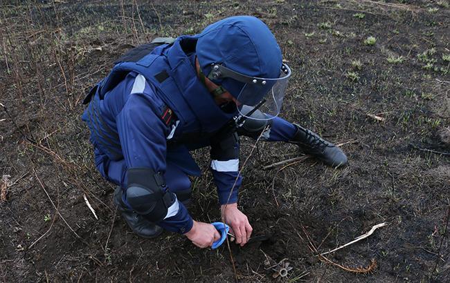 Япония проинформировала ГСЧС Украины спецтехнику для разминирования